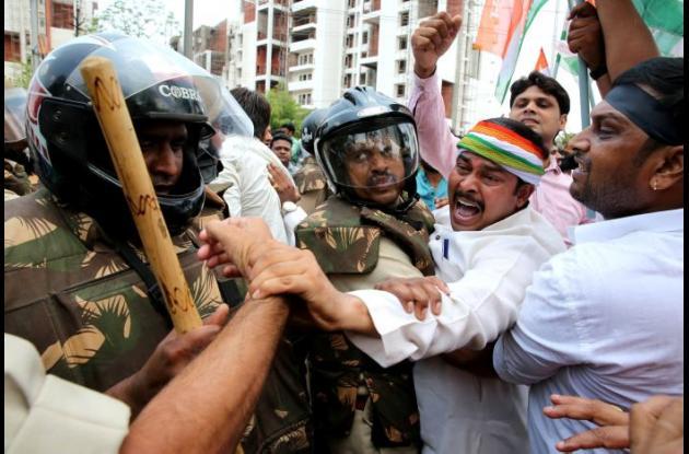 Los manifestantes demandan la renuncia del ministro principal de Madhya Pradesh, Shivraj Singh Chouan a raíz de la agitación de los agricultores en curso en el estado.