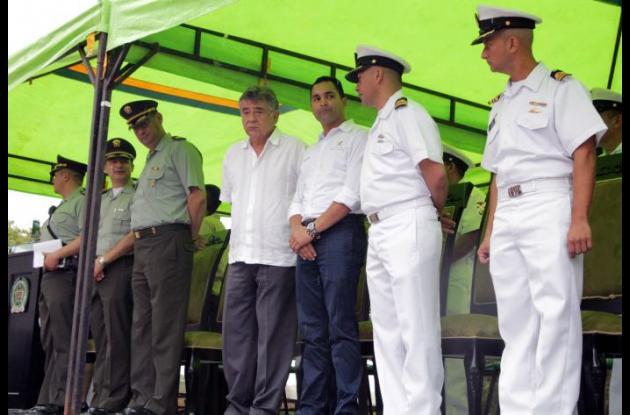 -El gobernador de Sucre, Edgar Martínez Romero y demás autoridades presenciaron el desfile.