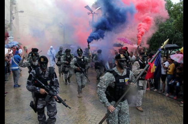 La Infantería de Marina abrió el desfile en Sincelejo que se cumplió bajo la llovizna.