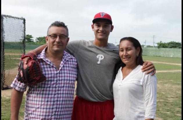 Alberto Torres Elles y sus padres, Alberto y Alcira.