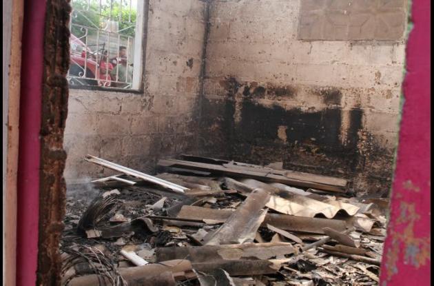 Tres casas fueron quemadas en Turbaco tras el asesinato de dos hombres en una pelea de pandillas, que ocurrió el domingo.