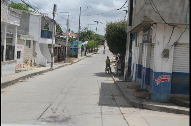 En la calle La Estrella, en el municipio de Turbaco, agredieron a Carlos Luis Bossio Cera. Al joven, de 22 años, le dieron un machetazo que resultó letal. Lo llevaron al hospital del pueblo, pero no hubo algo que hacer. Estaba muerto.