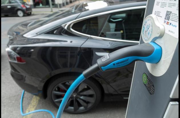 Tesla Motors ha invertido gran parte de sus recursos para instalar cargadores rápidos en Estados Unidos.