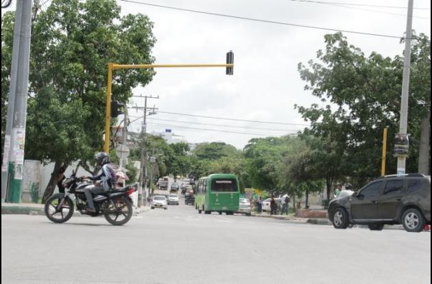 El presunto atracador fue agredido en la entrada del barrio Los Caracoles, junto a la Transversal 54. Instantes después murió en una clínica.