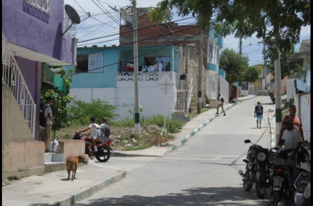 Nesid José Ciciliano estaba con tres amigos en el sector La Paz del barrio Torices, cuando lo balearon. Está grave en una clínica.