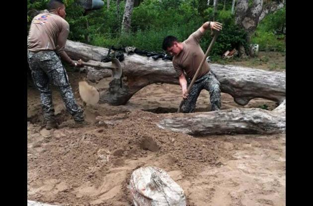 En un operativo en Arroyo de Piedra hallaron 271 kilos de coca enterrados en una playa.