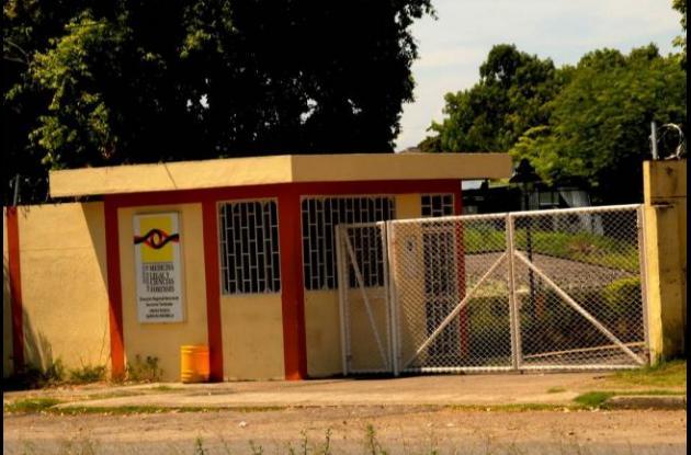 Los cuerpos de los primos Brayan Castillo y Fabián Patrón fueron llevados a la morgue de Medicina Legal en Barrancabermeja.