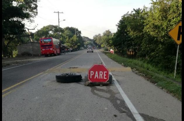 El policía Óscar Eduardo Calderón Romero iba en su moto por la vía La Cordialidad, en Santa Catalina, y al tomar un resalto que no vio, perdió el control y se accidentó. Sufrió una lesión severa.