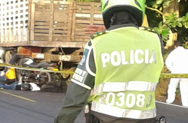 Eduardo Peña y su mujer Liliana Ayala murieron al estrellarse en una moto contra un camión, en La Cruz del Viso. La hija de la pareja, de 9 años, quedó herida de gravedad.