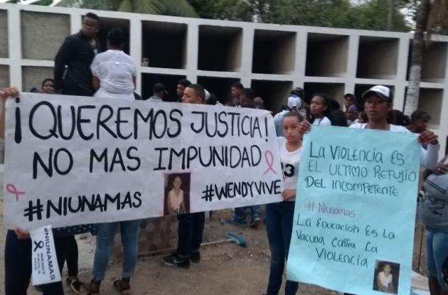 Entierro en Cartagena de Wendy Ramírez, menor de 17 años asesinada en Cereté.