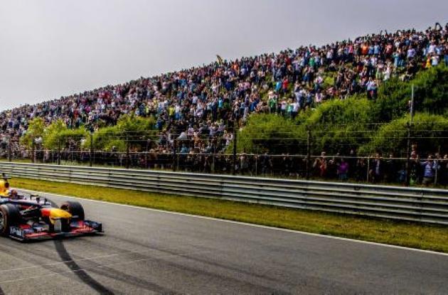 Max Verstappen y Daniel Ricciardo durante una demostración.