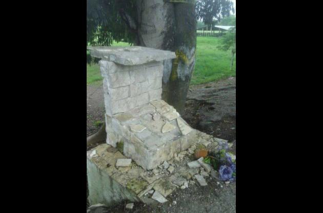 Desaparece estatua instalada en honor a Martín Elías en San Onofre.