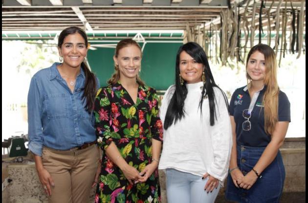 Angélica Villalba, Alejandra Espinosa, Lucy Espinosa y Paola López.