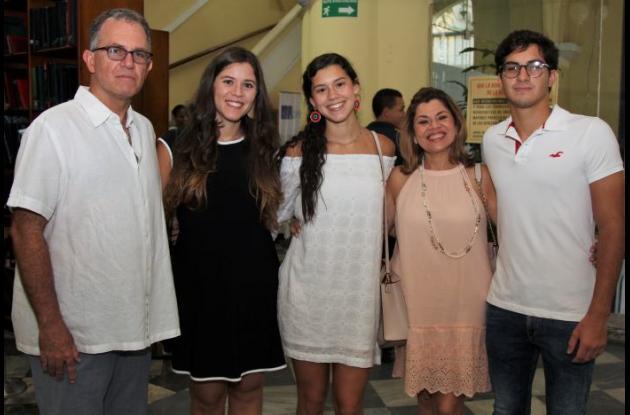 Antonio Velilla, Alejandra Velilla, Mariana Bonet, Mochi de Vivero y Pablo Araújo.