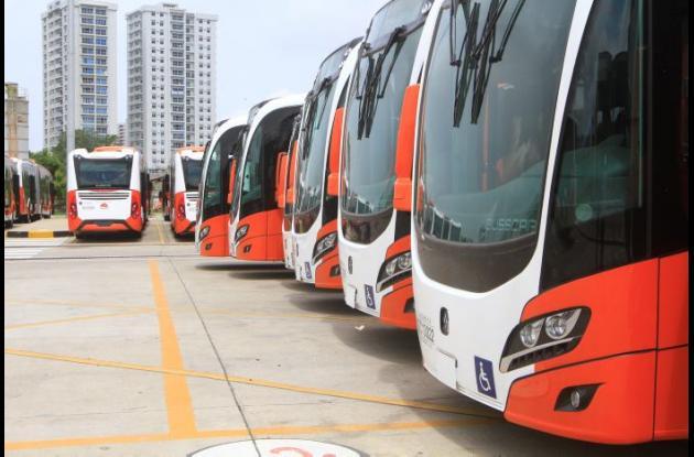 Buses de Transcaribe 'varados' en Patio Portal