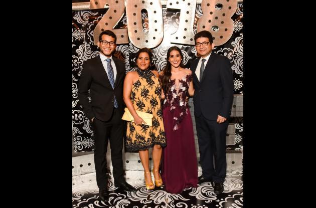 Carlos Andrés Padrón, Orietta Barrios, Victoria Padrón y Carlos Padrón.