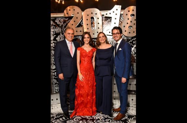 Carlos Dossman, Michelle Dossman, Tatiana Borda y Daniel Dossman.