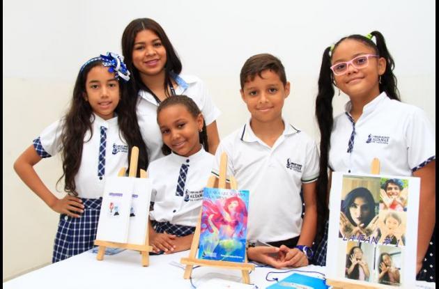Catalina Castilla, Ingrid Pájaro, Adriana Luna, Camilo Martínez y María José Sandoval.