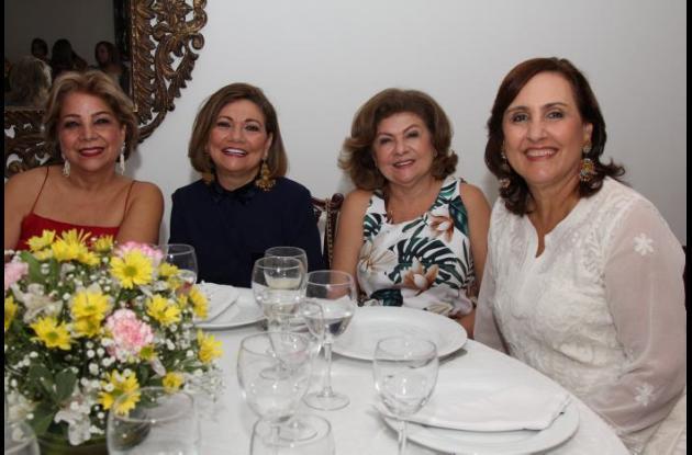 Cecilia de Imbett, María Nelly Mendoza, Cristina Mendoza y Margarita Daníes.