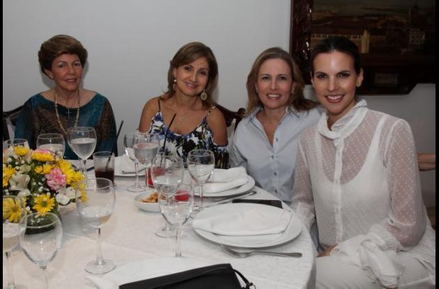 Cecilia Galvis, Silvia Jiménez, María Cecilia Galvis y Natalia Navarro.