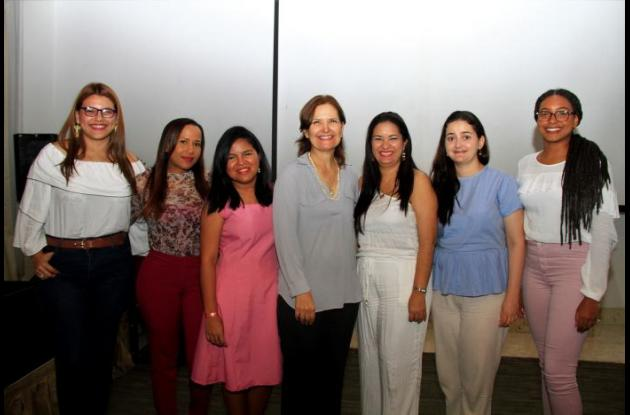Delsy Jaimes, Katherine Cardales, Rocío Rincón, Judith Araujo, Mónica Alcalá, Angélica Fernández y Angie García.