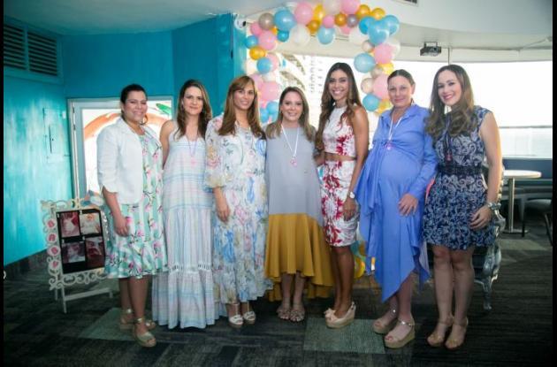 Marcela Milanés, Catalina Gerlein y Alexandra Spicker ofrecieron un shower de bebé para Paola Turbay, Diana Moreno, Nushka Zalentein de Lemaitre y Andrea Galvis, en el Hotel Capilla del Mar.