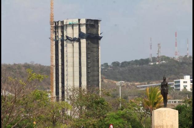 El edificio Aquarela obstruye la visual del Castillo San Felipe.