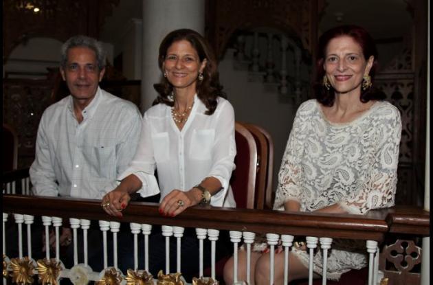 Eduardo Jasbón, Claudia Fadul y Emilia Fadul.