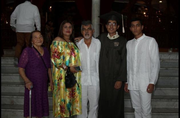 Elsa García, Norlys Vanegas, Ernesto Naranjo, Iván Naranjo y Juan Sebastián Naranjo.