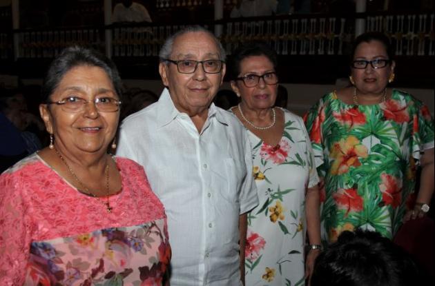 Emilse Aparicio, Luis Aparicio, Eyra Soto y María Eugenia Aparicio.