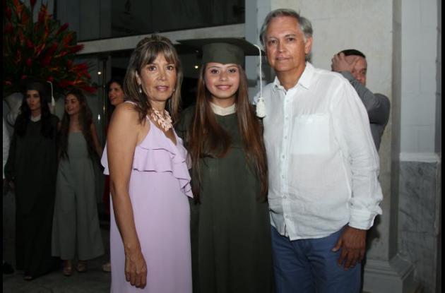 Gladys Sandoval, Natalia Sandoval y Fernando Sandoval.