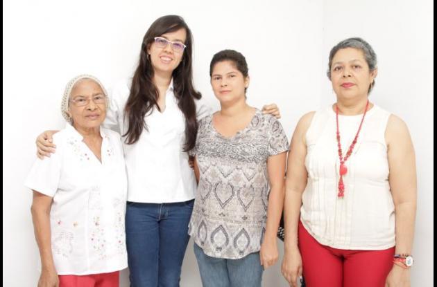 Hilda Gómez, Milena Verá, Érika Escobar y Lesly Alcalá.
