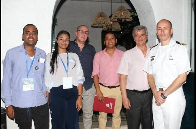Jhonatan Bernet, Susana Puerta, José Barrios, Howard Villareal, Fernardo Trevil y Jhonatan Burgos./