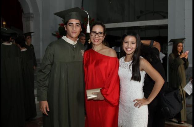 Juan José Martínez María Rosario Pineres y María Catalina Ibánez.