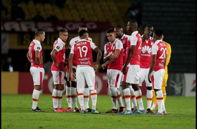 Jugadores de Santa Fe hablan tras finalizar el partido ante Táchira por la fecha 2 de la Copa Libertadores.