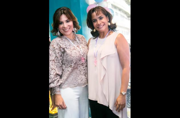 Katia Bustillo y Kelly Echávez.