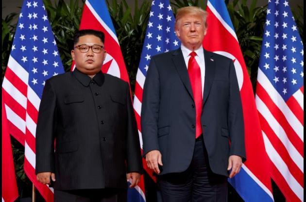 Foto de Kim Jon Un y Donald Trump en Singapur.