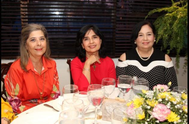 Lina Cozzarelli, Miriam de Ramos y Linda Porto.