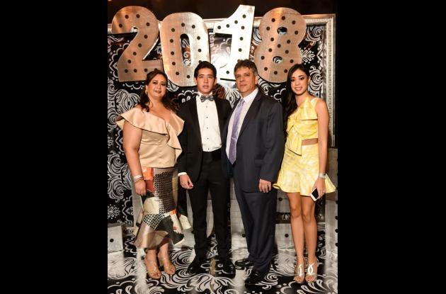María Del Rosario Carballo, José Miguel Araújo Carballo, Miguel Araújo y María Camila Araújo Carballo.
