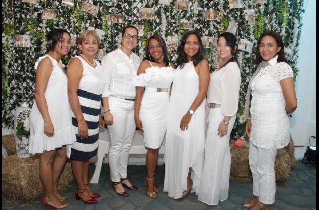 Mariseth González, Emides Peña, Ela Guzmán, Lesty Crismatt, María del Rosario Blanco, Bertha Romero y Rosiris Leal.