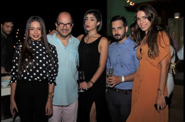 Mayerlin Casseres, Daniel Dolatre, Diana Arellano, Pedro Mosqueda y Jennifer De Angelis.