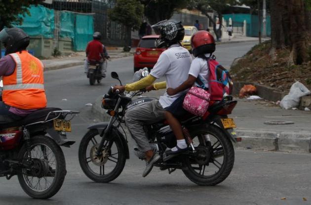 Menor de edad en moto.