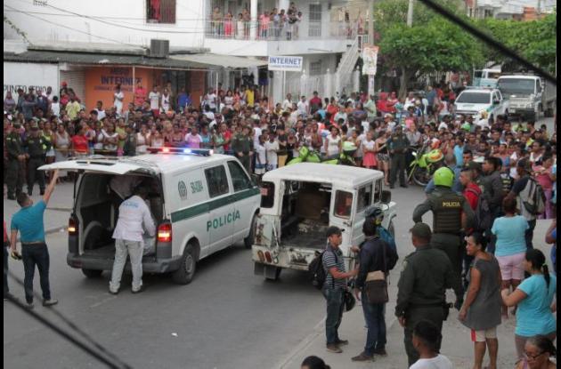 Levantamiento de mujer asesinada en Daniel Lemaitre.