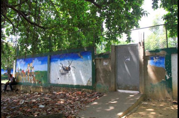 Muros de cerramiento del colegio Inem