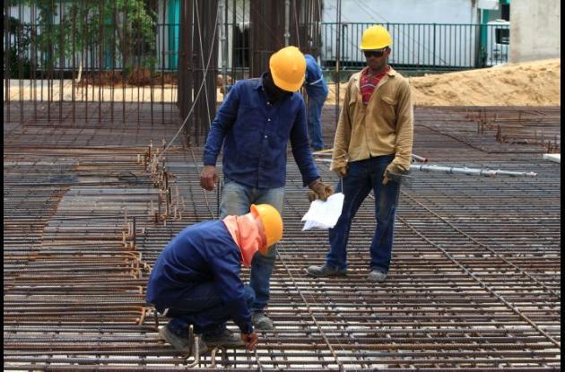Hombres trabajando en calles