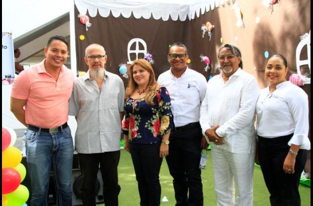 Pedro González, Raymundo Gómez, Claudia Martínez, Luis Vélez, José Ramón Mercado y Erika García./