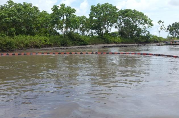 Barreras en el río Magdalena para evitar fuga de crudo