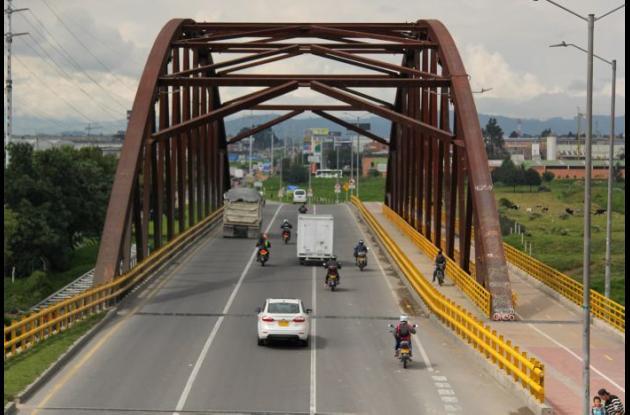 Puente Los Lagos en Caquetá.