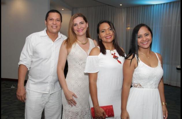 Richard Hernández, Rosa Isela Calvo, Mónica Pérez y Berenice Tinoco.