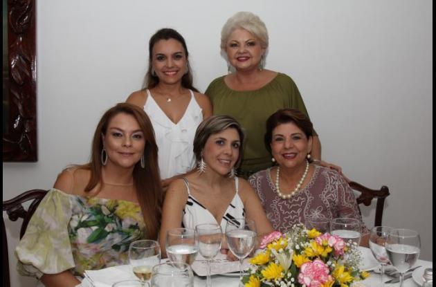 De pie: Viviana Cera y Marlene Pombo; sentadas: Gina Vergara, Diana Mesa y María Ligia de Pareja.